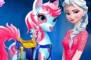 Эльза заботится о пони
